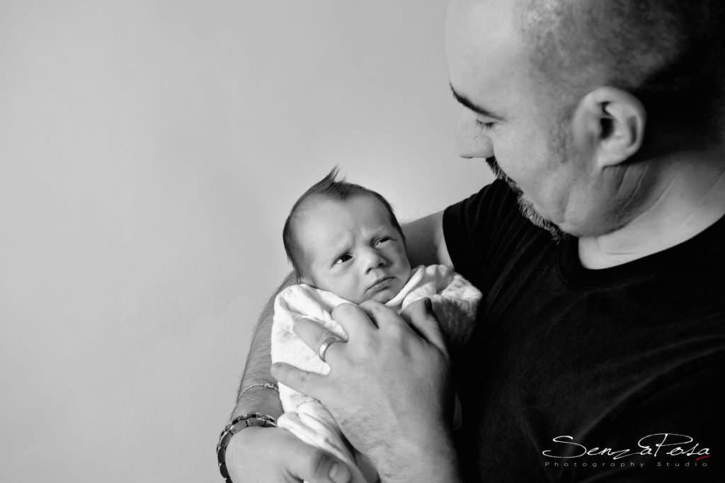 newborn e fotografo di bambini in toscana